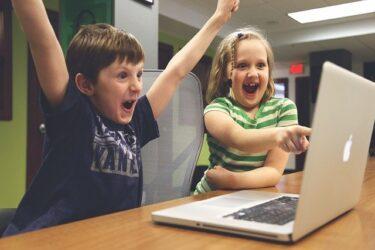 インターネットビジネスの人格は、ポンコツ感を出すことで親しみやすさとエンタメ性を出す